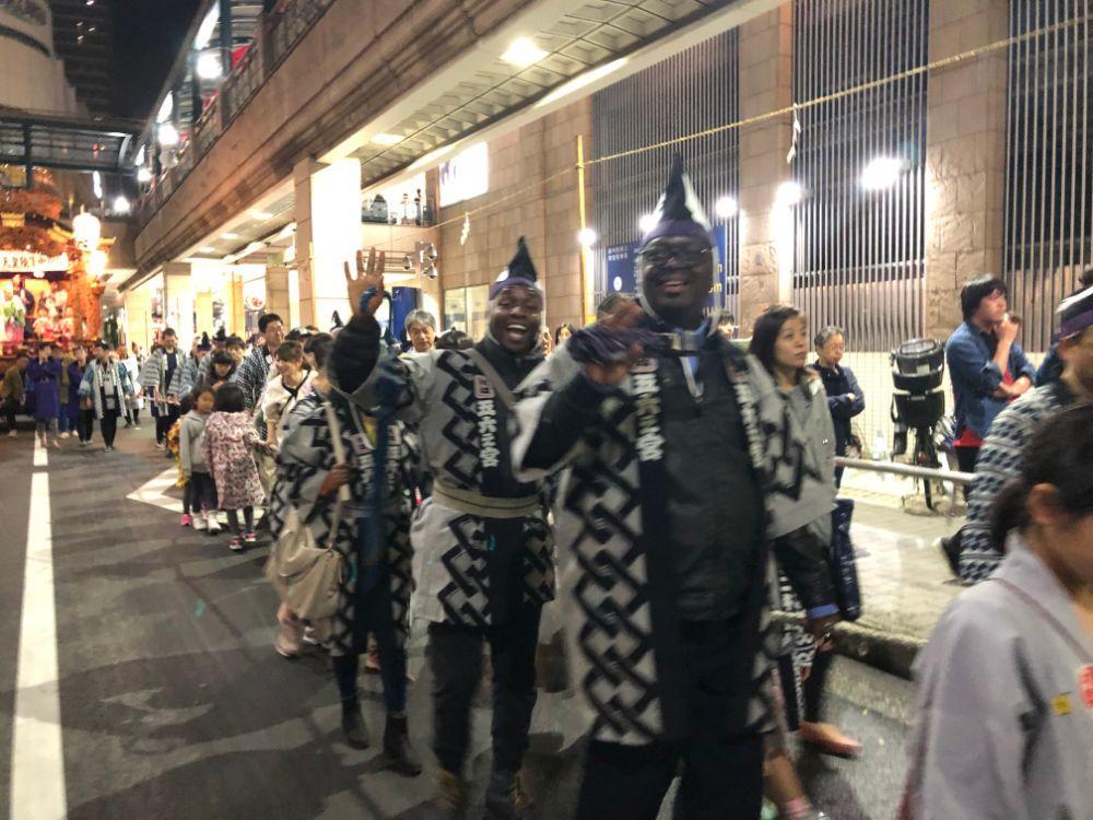 ロドリグ、府中市くらやみ祭に参加する